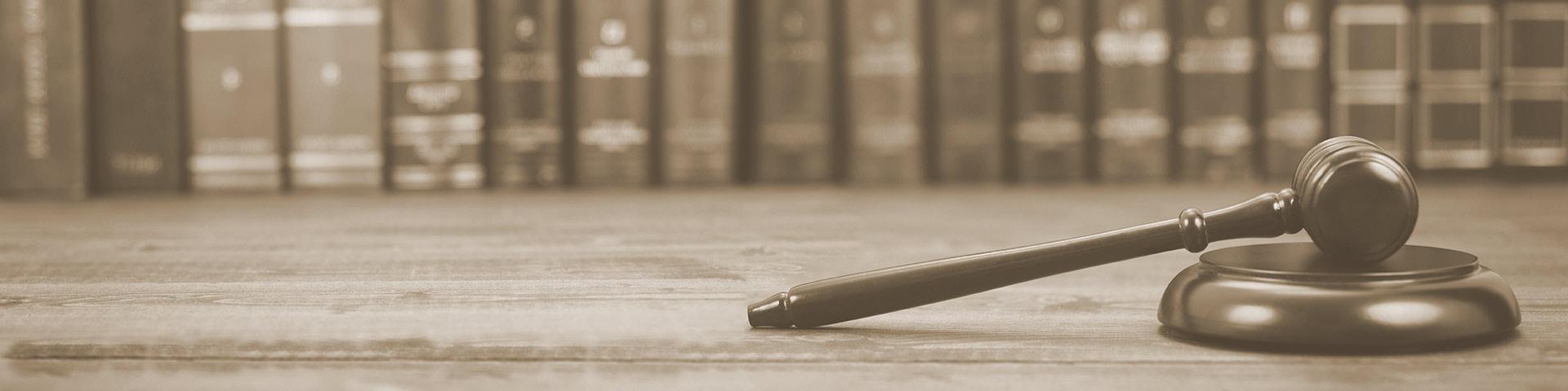 Rechtsanwalt Nils Becker berät in allen Fragen zum Handelsrecht
